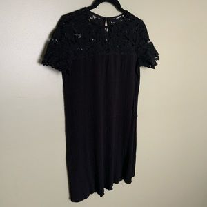 Dresses & Skirts - Black lace and crepe short sleeve dress XS